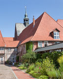 Lueneburg Tyskland Borggård av women& x27; s-BenedictineLune kloster Arkivfoton