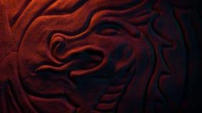 Lueur antique de Dragon Wall Carving In Fire banque de vidéos
