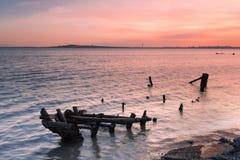 Lueur de coucher du soleil de l'épave de côte Image libre de droits