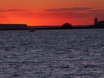 Lueur rouge au-dessus de lac Erie Photo libre de droits