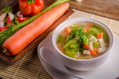 Luffasvamp- och morotsoppa, thailändsk mat Royaltyfri Fotografi
