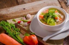 Luffasvamp- och morotsoppa, thailändsk mat Fotografering för Bildbyråer