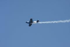 Luft-Abdeckung-Bremsungs-Flugzeug Lizenzfreie Stockfotos