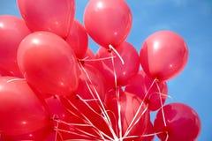 Luft-Ballone angebracht zur Zeichenkette Lizenzfreies Stockfoto