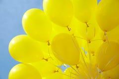 Luft-Ballone angebracht zur Zeichenkette Stockfotografie