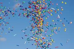 Luft-Ballone in einem Himmel Lizenzfreie Stockfotos