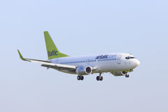 Luft baltiska Boeing 737 Arkivfoto