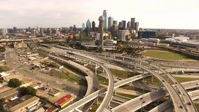 Luft-Dallas Texas Downtown City Skyline Buildings-Landstraßen stock footage