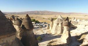 Luft-feenhafte Kamine die Türkei Cappadocia stock footage