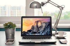 Luft früh 2014 Apples MacBook Lizenzfreie Stockfotografie