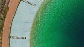 Luft- Gesamtlänge eines großen Wasserreservoirs in Nord-Israel stock video