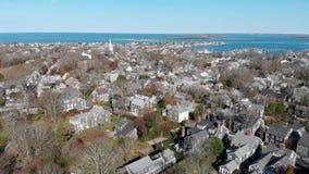 Luft-Gesamtlänge 4k der Abstieg-Stadt von Nantucket stock video