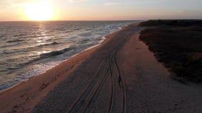 Luft-Gesamtlänge 4k des Sonnenuntergangs an Miacomet-Strand, Nantucket stock video footage