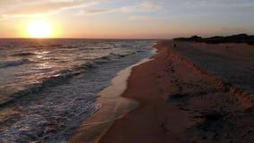 Luft-Gesamtlänge 4k des Sonnenuntergangs an Miacomet-Strand, Nantucket stock footage
