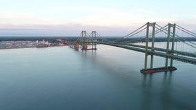 Luft- hyperlapse Video-Delaware-Denkmal-Brücke stock video