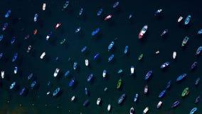 Luft-hyperlapse von verankerten Booten vor der Küste Las Teresitas, Teneriffa, Canaries, Spanien stock video footage