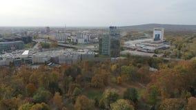 Luft-4K Bratislava Einkaufszentrum Aupark des Brummens stock video footage
