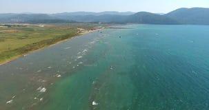 Luft-Kitesurf-Strand Akyaka, die Türkei stock video footage