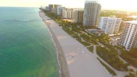 Luft-Miami-Architektur auf dem Ozean stock video footage