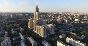 Luft-Moskau-Bezirksgebäude und -häuser stock video