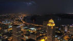 Luft-Nacht im Juli 2017 4K Kentuckys Louisville spornen 2 an stock video
