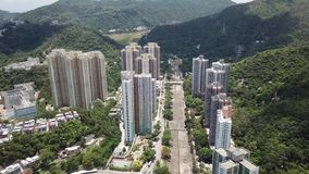 Luft-panarama Ansicht über Shatin, Tai Wan, Shing Mun River in Hong Kong stock video