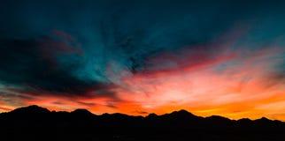 Luft-, panoramische Sonnenuntergang-Ansicht über Tubac Arizona stockbild