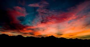 Luft-, panoramische Sonnenuntergang-Ansicht über Tubac Arizona lizenzfreie stockbilder