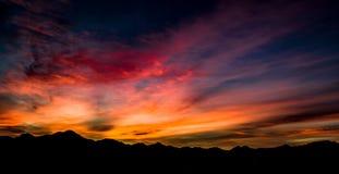 Luft-, panoramische Sonnenuntergang-Ansicht über Tubac Arizona lizenzfreie stockfotos