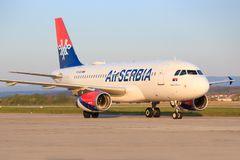 Luft Serbien Airbusses A320 Stockfotos