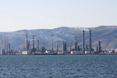 Luft som förorenar fabrikslampglas royaltyfri foto