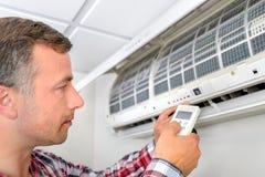 luft som konditioneriner installera enheten Royaltyfri Foto
