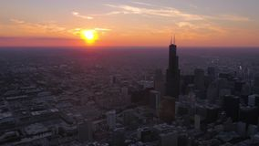 Luft-Sonnenuntergang im Juli 2017 4K Illinois Chicago spornen 2 an stock footage
