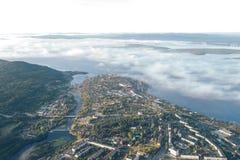 Luft-Townscape von Kandalaksha-Stadt lizenzfreie stockfotografie