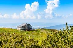 Luft-veiw der Hütte mit sieben Rila Seen, Bulgarien Stockbild