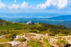 Luft-veiw der Hütte mit sieben Rila Seen, Bulgarien Lizenzfreies Stockbild