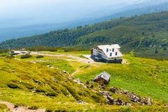 Luft-veiw der Hütte mit sieben Rila Seen, Bulgarien Lizenzfreie Stockbilder