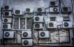 Luft-villkor enheter på väggen Arkivbilder