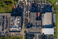 Luft-wiew der Autohändlermitte Stockbild