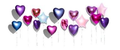Lufta ballonger Gruppen av purpurfärgad hjärta formade folieballonger som isolerades på vit bakgrund valentin för dag s royaltyfri foto