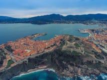 Luftansicht der Bucht von Portoferraio auf der Insel von Elba, Italien stockfotografie