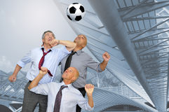 luftar fotboll arkivfoton