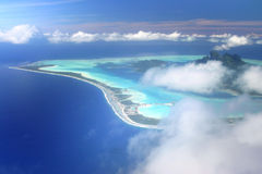 Luftaufnahme über Bora Bora Stockfotos