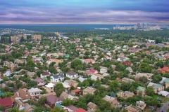 Luftaufnahme über den privaten Häusern Lizenzfreie Stockfotos