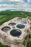 Luftaufnahme über große Abwasserwasserstation Lizenzfreie Stockfotos