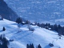Luftaufnahme der Chalets in der Schweiz Lizenzfreies Stockfoto