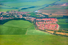Luftaufnahme der Landschaft mit Dorf Lizenzfreie Stockfotografie