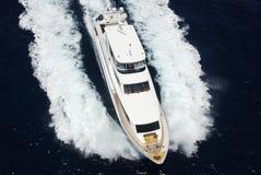 Luftaufnahme der Luxuxyacht Lizenzfreie Stockfotografie
