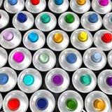 Luftaufnahme der mehrfarbigen Aerosoldosen Stockbilder
