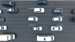Luftaufnahme des Datenbahnaustausches Autos auf einer Überführung 4K Vogelansicht stock video